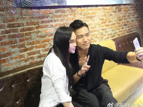 黄子恒和女粉丝在广州粉丝聚会中第一次见面。