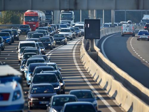 图为法国来往卢森堡的车道,每天上下班通勤时间都会发生严重的塞车问题。(法新社)