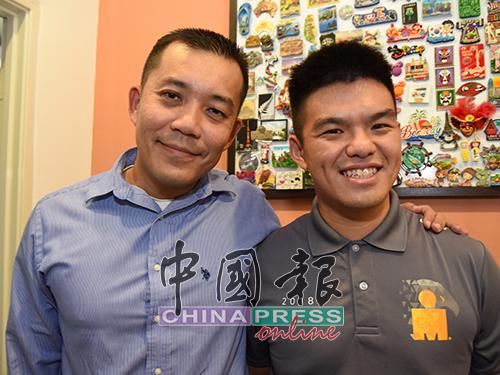 """本报读者李代雄(左起)因运动认识了陈学谦,交流后发现对方是个""""有故事的人""""。"""