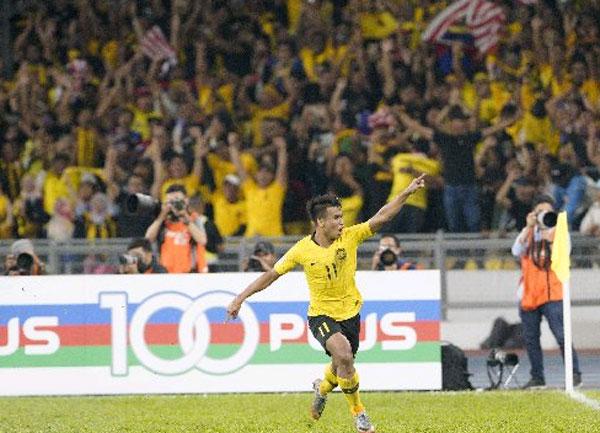 沙法威拉昔直接自由球破门后,兴奋庆祝。(美联社)