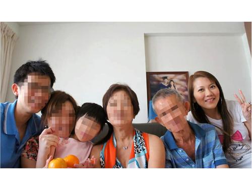 汪燕婷和父母、兄嫂等一家6口的合照。(受访者提供)
