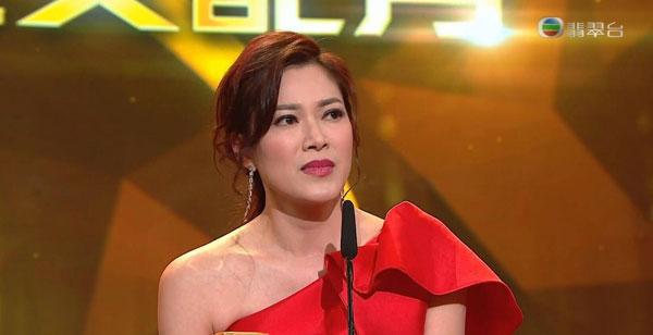 凭着《爱·回家之开心速递》赢得女配角奖的林淑敏,感谢商人老公陈中原的支持。