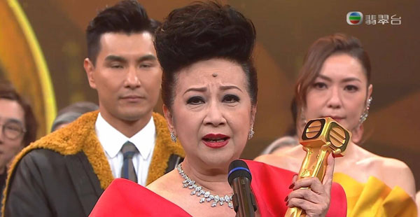 """纵横演艺圈60年的薛家燕获得""""万千星辉演艺人大奖""""。"""