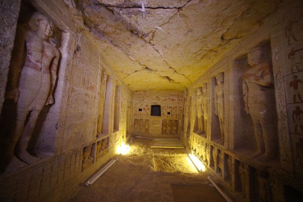 墓穴隐身山脊下方,不曾遭掠夺,保存特别完好 。图/欧新社