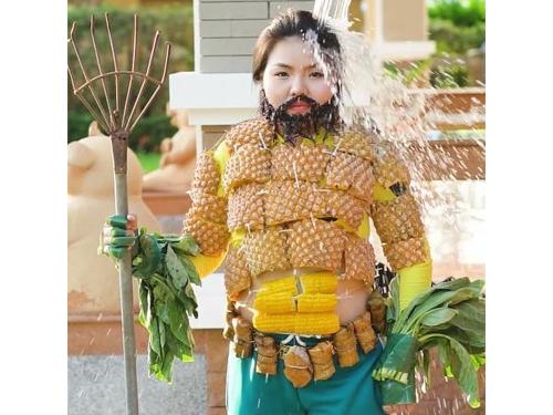 本雅蓬cosplay水行侠的样子。