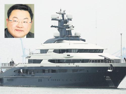 """刘特佐的豪华游艇""""平静号""""被拍卖。"""
