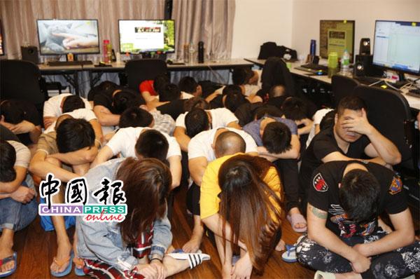 警方此次共逮捕32名男女助查。