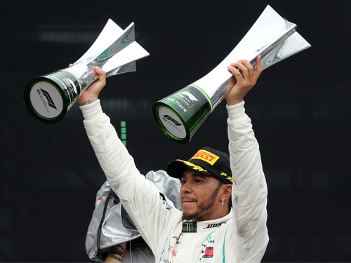 近几个赛季,哈米顿无疑是F1赛道最风骚的人物。