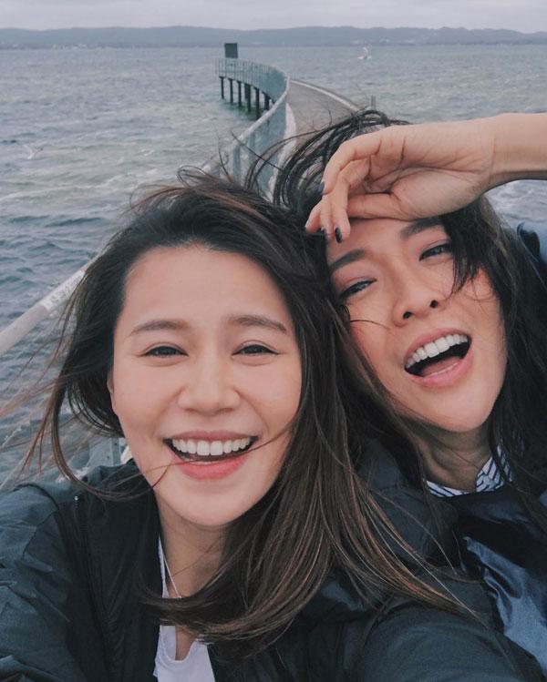 黄翠如(左)日前才宣布已跟萧正楠结婚,现轮到好友吴天瑜(右)嫁为人妻。