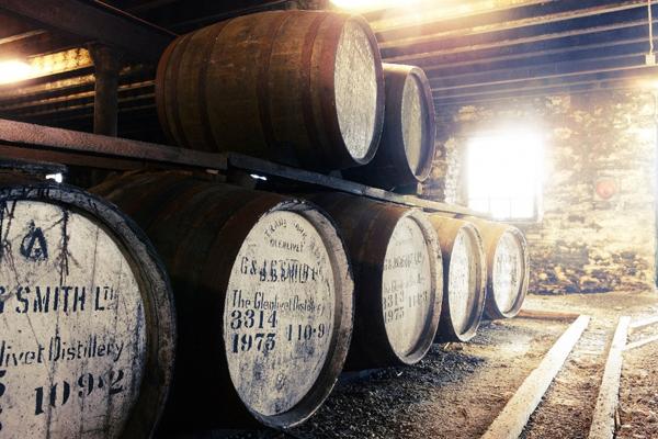 THE Glenlivet(格兰利威)以精选出来的橡木桶,酿制出无与论比的作品。