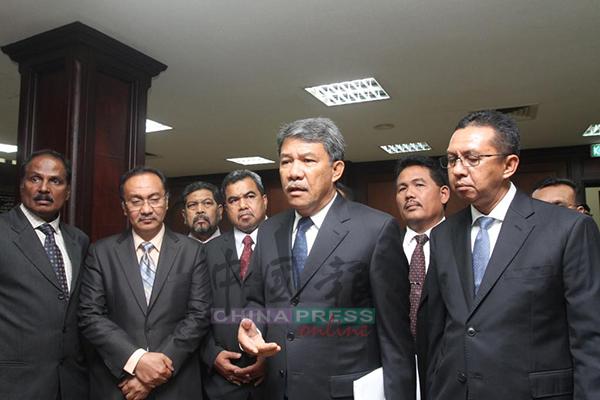 莫哈末哈山(前排右2)在记者会上强调,森州政府应该对《消除一切种族歧视国际公约》(ICERD)表明立场。