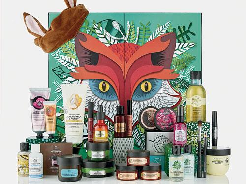 The Body Shop推出2018限量圣诞倒数日历,不仅拥有可爱狐狸造型外盒,还附上狐狸耳朵造型发带。