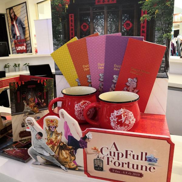 这个春节the Curve为你送好礼,消费指定数额可获赠精美Mugs of Prosperity 或幸运红包。