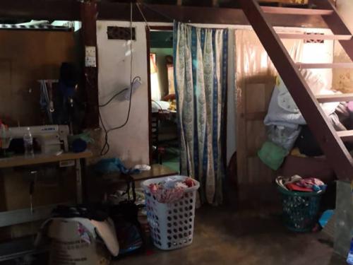 2名小死者的长兄莫哈末哈金及外婆睡在隔壁房逃过一劫。