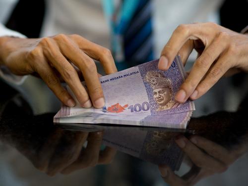 令吉在市场购兴扶持下兑美元一度增0.4%至4.0980。(图:彭博社)