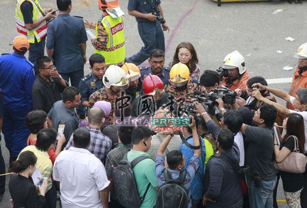 车祸消息传出后,引起大批媒体到场采访。
