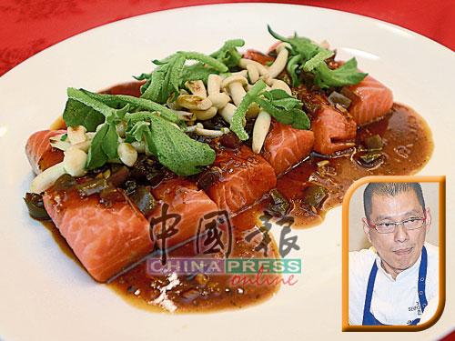 拥有25年烹饪经验,与挪威海产推广协会合作了10年的祝文耀师傅强调,煎三文鱼必须用中小火煎,当鱼肉的三分之一变成白色后,即可翻面,再煎至三分之一变白,稍微煎一下侧面,即可上碟。
