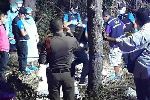 警方封锁发现尸体的现场展开调查。