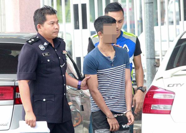 司机向警方自首后,下午4时55分被带往大山脚交警警局。