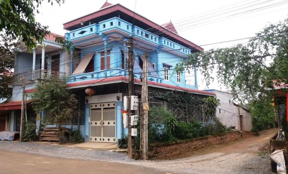 黎先生的铁笼,被放在这一户人家的二楼。