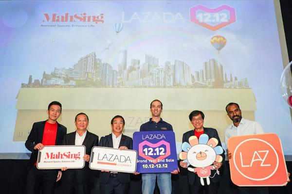 马星集团品牌与战略营销总经理杨展威(左起)、马星集团董事经理梁海金、首相 对华特使陈国伟、马来西亚Lazada总执行长克里斯特夫、马星集团总执行长拿督何汉生及 马来西亚Lazada总营销长安德鲁,联手为马星与Lazada的合作主持开幕,实现大马首个网 上展列房屋。