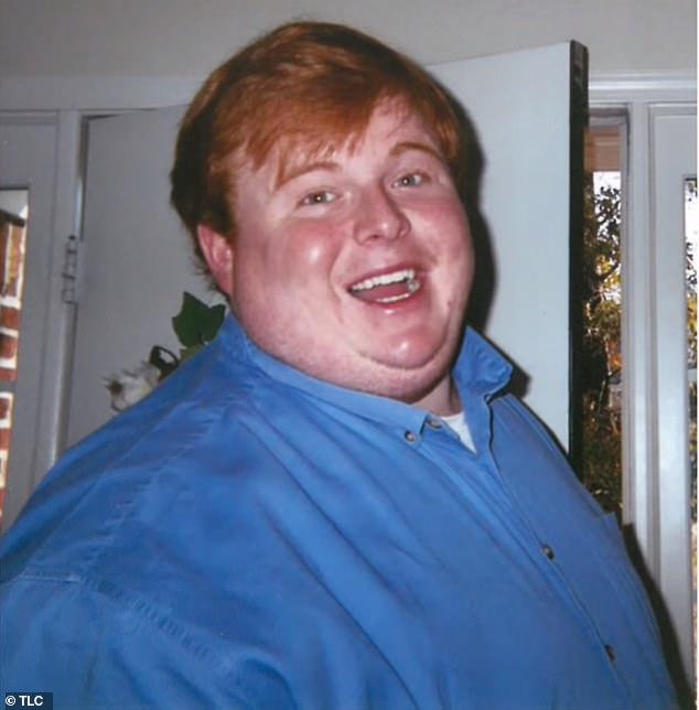 凯西在高中毕业的时候大约重300磅,结果到数家餐厅打工后,体重直线飙到500磅。