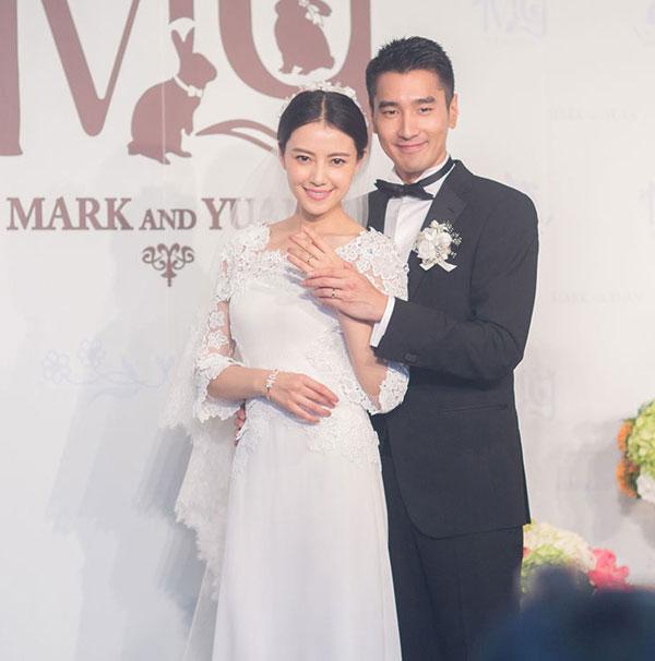 高圆圆(左)和赵又廷婚后一直没传孕事,现在有好消息了!
