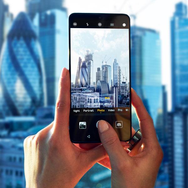 Huawei Mate 20 Pro备有三重Lecia摄像头配置超广角相机。