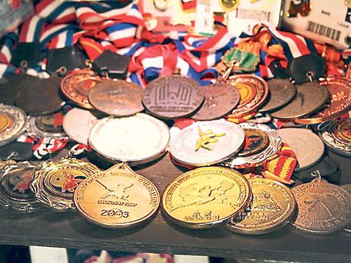 何若宾为大马夺下许多奖牌,得到媒体的关注和报导,间接推动大马武术竞赛项目的发展。