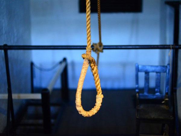 泰国一名拥有5名妻子的男子,染上爱滋后,上吊自杀。