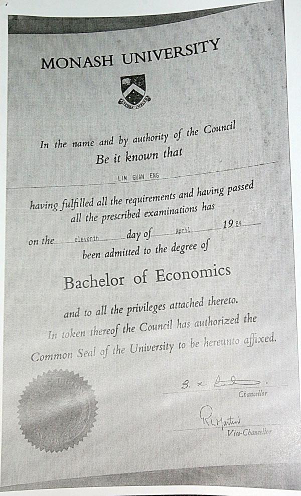 林冠英毕业证书。
