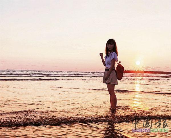 工作结束后常会到台南景点逛逛,比如到渔光岛看夕阳。