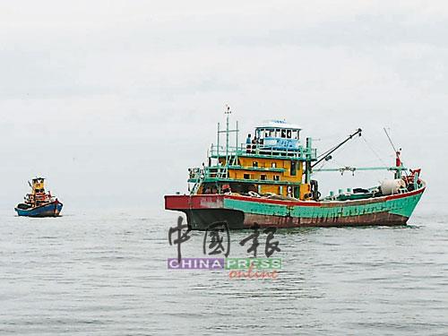 """大部分半港渔民已恢复出海,渔民希望本月不会发生""""柴油荒""""。"""