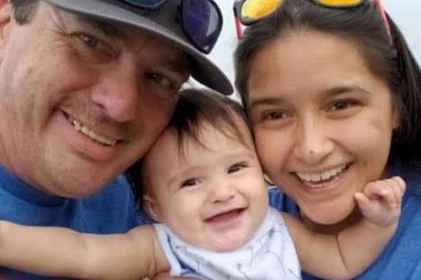阿什利和丈夫霍恩以及女儿的合照。
