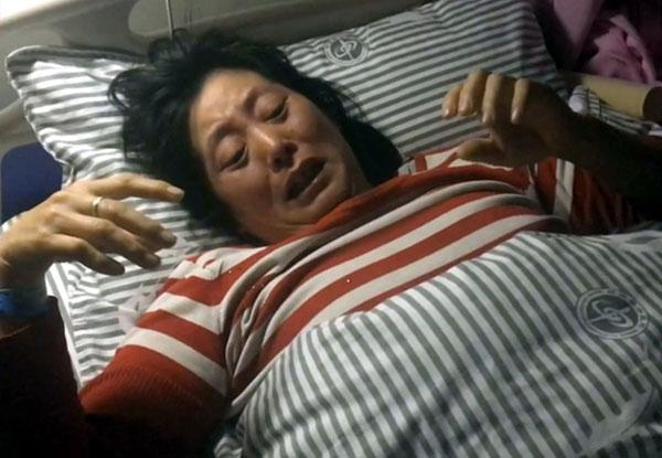 罗贝贝的母亲在女儿身亡后得到忧郁症,卧病在床。