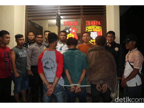 父亲M、哥哥SA和弟弟YF才被捕。