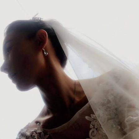 张柏芝突然在ig上贴出一张自己的婚纱照。