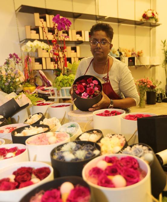 神秘男在情人节向丹绒巴葛一间花店订了999朵玫瑰。(受访者提供)