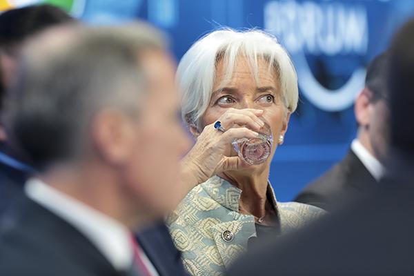 """拉加德说,全球经济增长比预期中更慢,加上如今有""""4大乌云""""来袭。(图:彭博社)"""