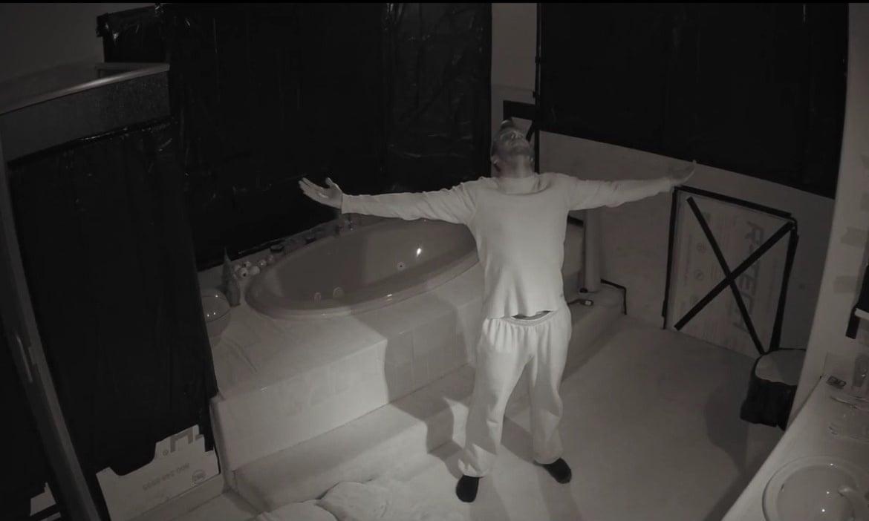 李奇在黑暗密室继续挑战的片段截图。