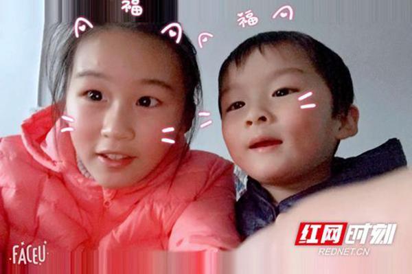 陈子墨(左)和弟弟陈墨子合照。