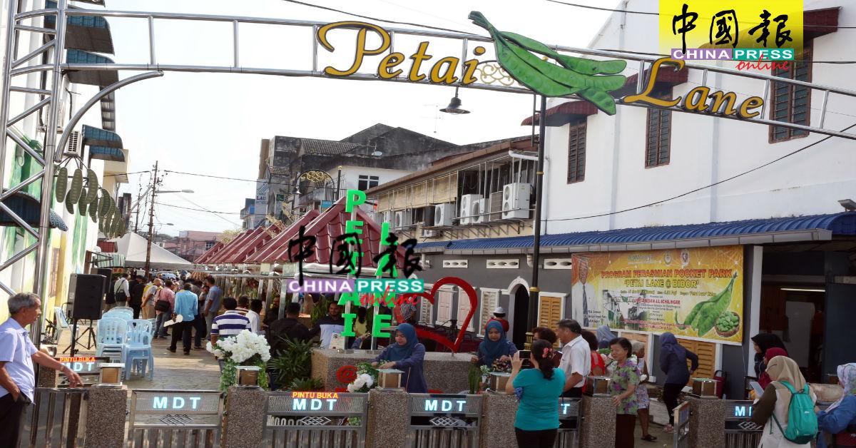 """位于美罗街场的""""臭头巷""""共占地4477平方公尺,巷内共设有8个售买臭豆及水果的摊位。"""