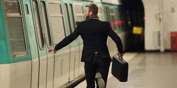 研究:常迟到者 更容易成功、长寿