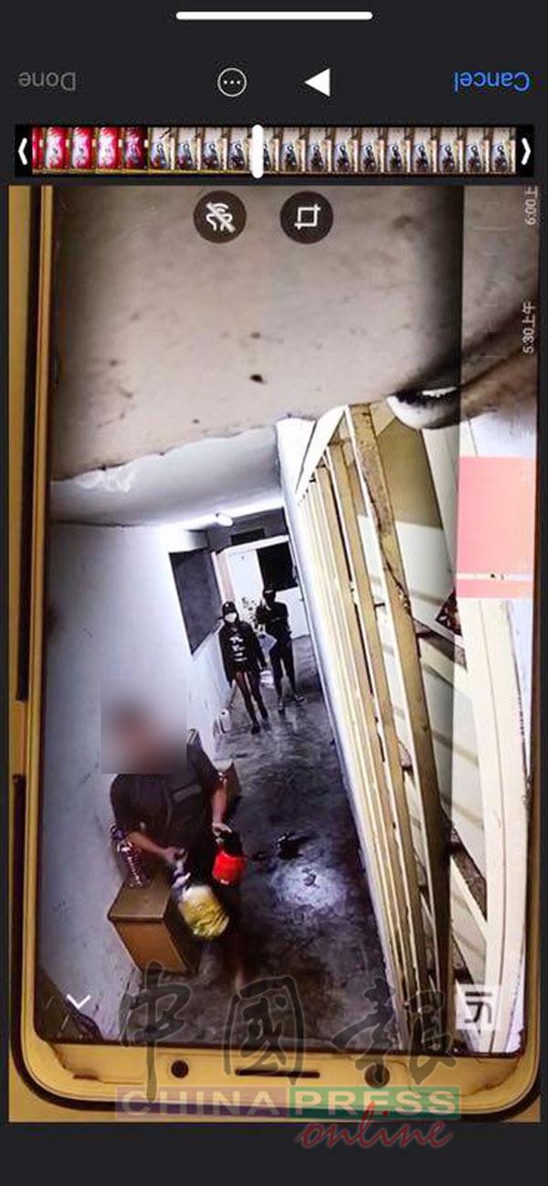 閉路電視畫面清楚拍到大耳窿帶着汽油和紅漆前往受害者家中鬧事,一名跑腿更帶上口罩和鴨舌帽以防被拍到樣貌。