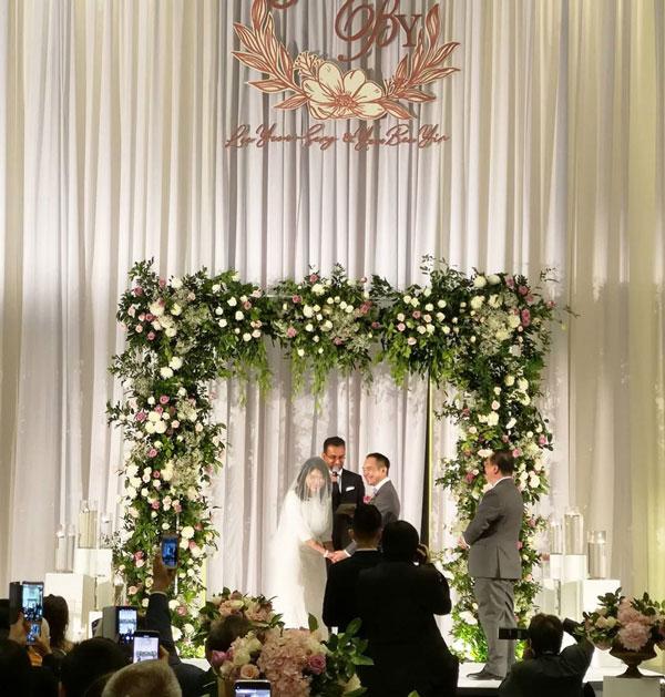 拉玛贞德南主持婚礼。