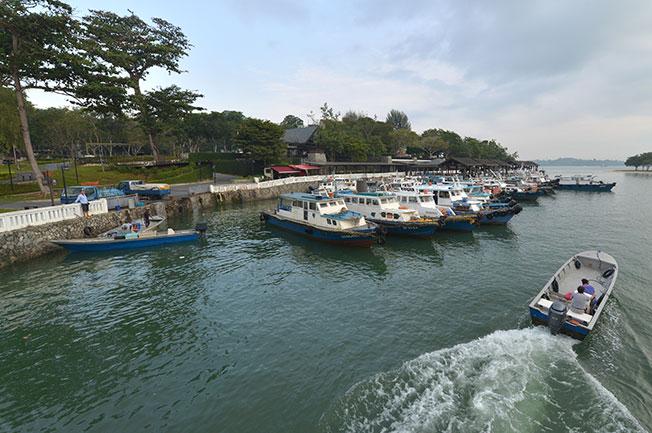 人贩子安排吴淳杰在樟宜码头(图)乘快艇到奎龙,之后由第二辆快艇送他去新山,结果其间遭人绑架。(档案照)