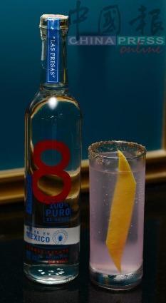 La Paloma de Oaxaca 這就是Jay Khan香港酒吧內最暢銷的飲料。以Ocho Blanco龍舌蘭酒和Los Danzantes Joven梅茲卡爾合二為一,再加上青檸汁和3 Cents葡萄油蘇打水,使整體風味清爽、酸鹹。對的,這個鹹味就是來自抹於杯緣的Worm Salt,具有增添雞尾酒口感的功效。