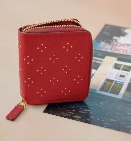 設計精緻又具有大牌感的各種包款,無論是任何場合、衣著風格都相當好搭。