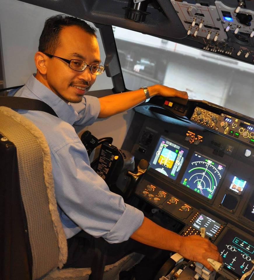 塔米茲是一名飛行模擬器操作員。(取自塔米茲面子書)