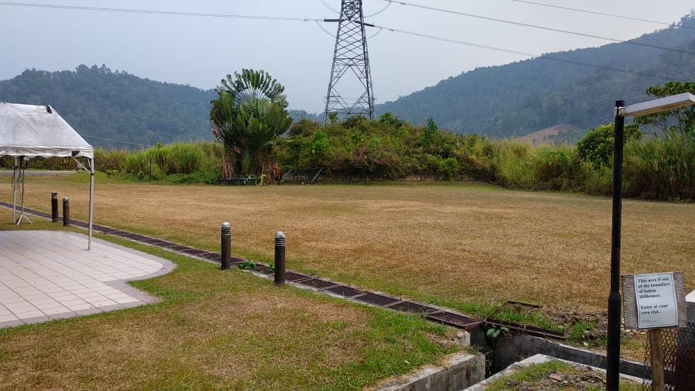 丁怡度假村脱光光玩游戏的草场。
